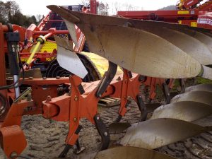 Used GRÉGOIRE-BESSON RC4 Plough 5 Furrow reversable