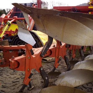 Used GRÉGOIRE-BESSON RC4 Plough 5 Furrow reversable